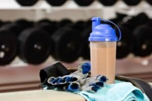 Как лучше пить гейнер: с молоком или водой?